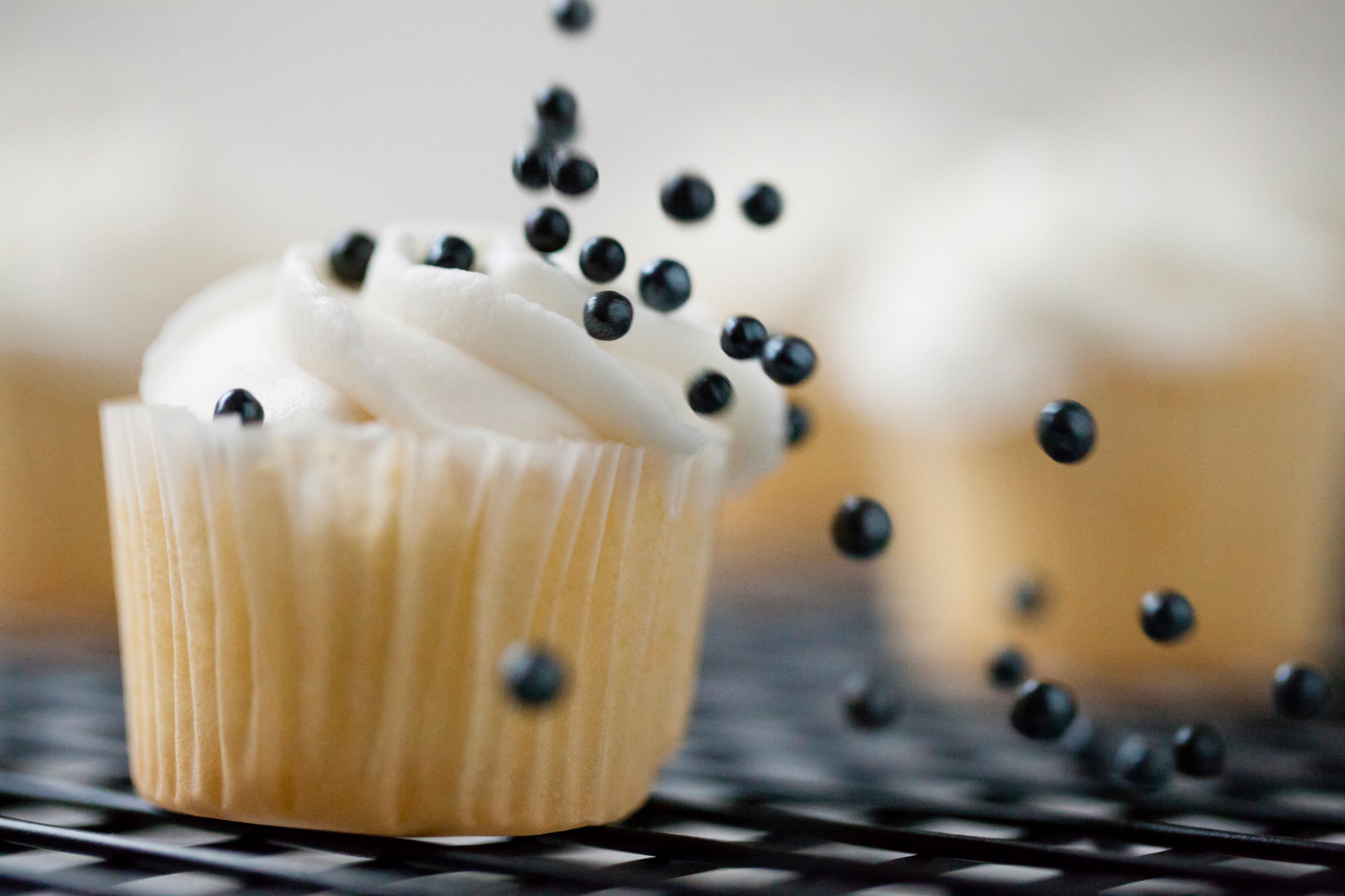 editorial_food_cupcake_sprinkle_Amanda_Hibbert_Photography_2__MG_3712_designX